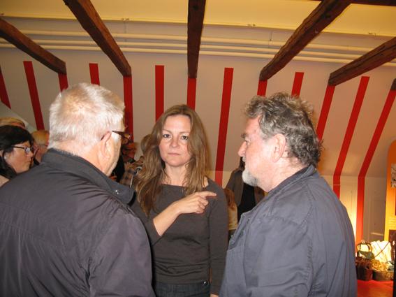 5bdab053 Museumsinspektør Anja Olsen i snak med Leif Sylvester og Erik Clausen